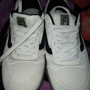 Van's A.V.E man shoes new size 9.5